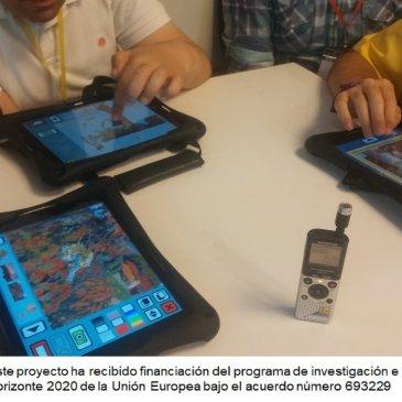 Varias tabletas con juegos digitales y una grabadora