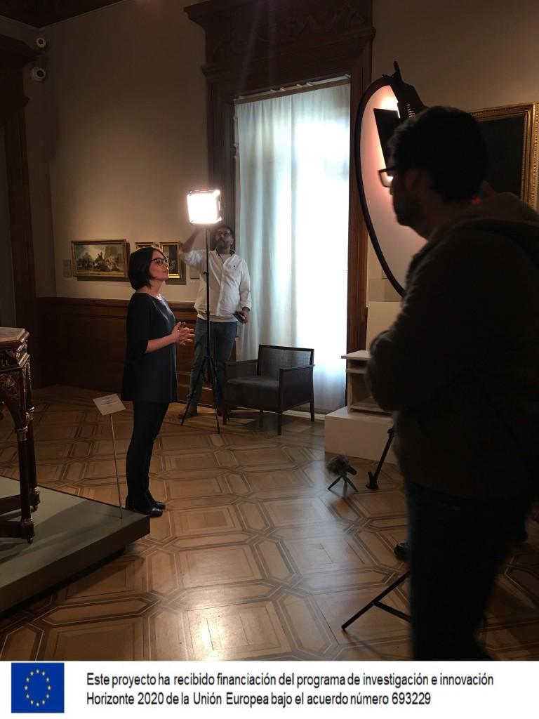 Equipo de grabación en una sala del Museo Lázaro Galdiano
