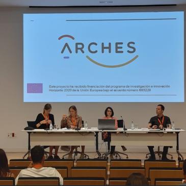 Imagen de los ponentes con el logo ARCHES proyectado al fondo