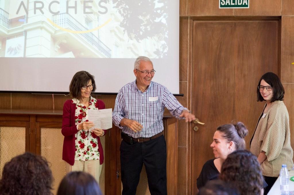 Participantes del grupo ARCHES presentando su experiencia en el taller ARCHES Madrid